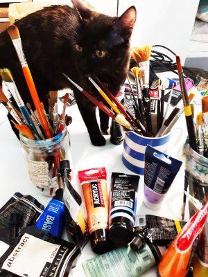 Jane Heyes Art Peintre Carcassonne Artist Mavis paint brushes